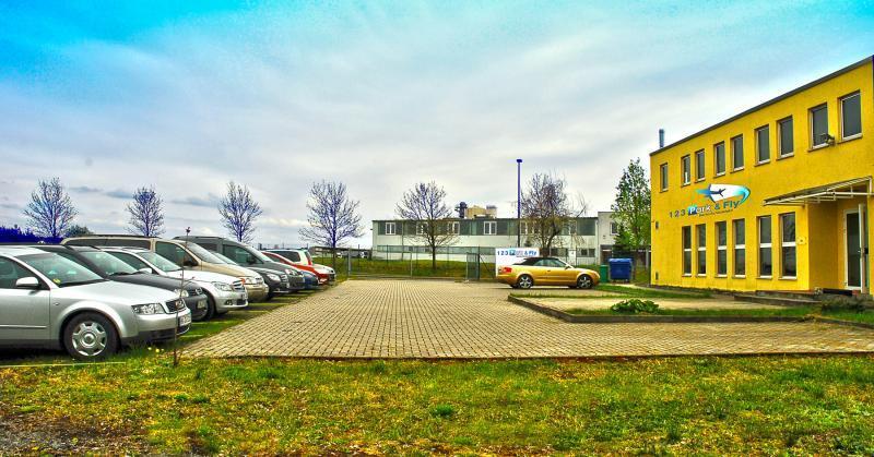 parkplatz mit valetservice am flughafen berlin sch nefeld. Black Bedroom Furniture Sets. Home Design Ideas