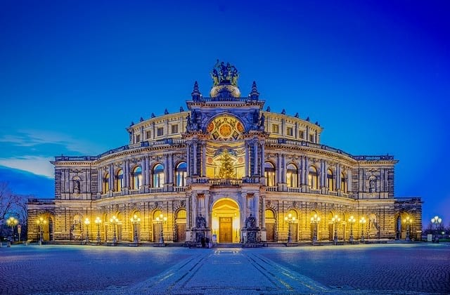 Parken an der Semperoper - Dresden
